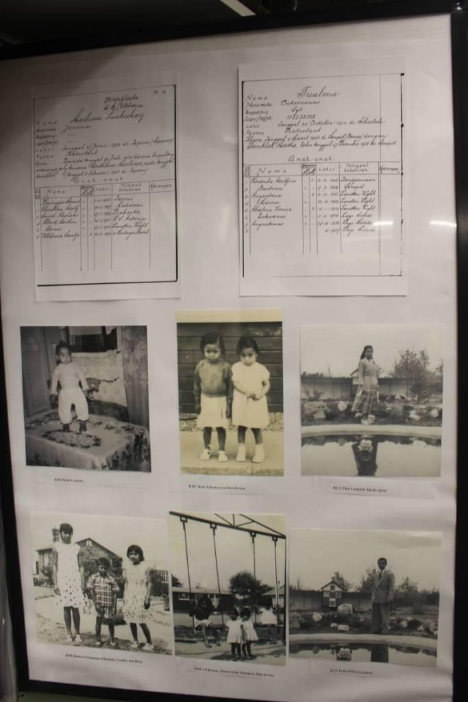 Poster in museum de bewogen jaren met daarop de namen van twee Molukse families uit kamp Lage Mierde