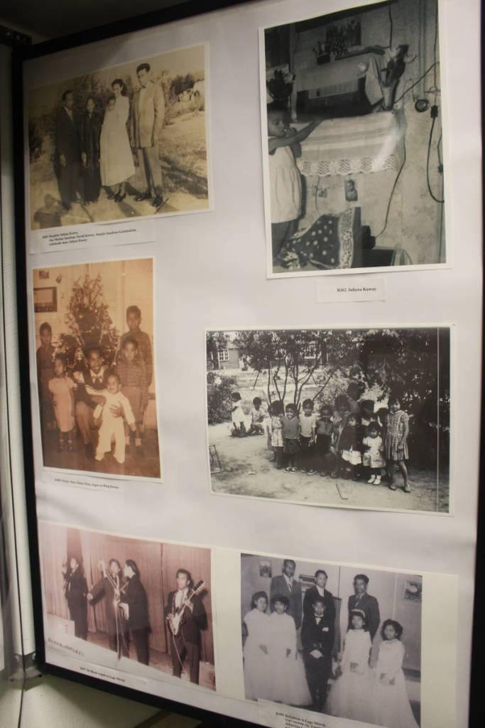 Poster in museum de bewogen jaren met daarop foto's van de Molukse bewoners uit kamp Lage Mierde