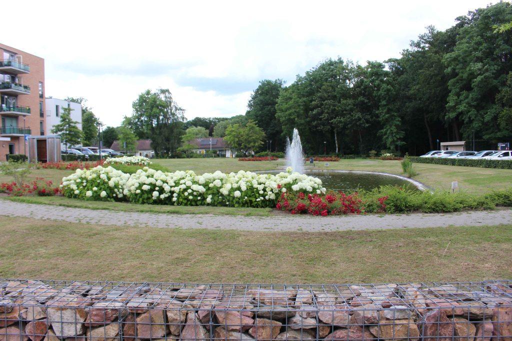 De lokatie van het woonoord St. Joseph te Glanerbrug. De bomen rechts staan op de grens met Duitsland.