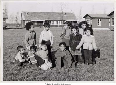 Molukse kinderen in het woonoord Snodenhoek te Elst(foto: MHM F95-4415)